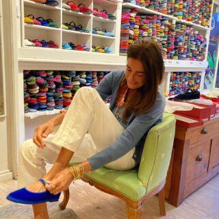 Having fun 🤩 furlane shoes #venice #velvet #velvetshoes #theaddress #monicaglifestyle☀️ #colors #mixandmatch #monicaglifestyle🌸 @piedaterre_venice