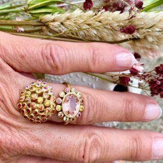 Rings peach 🍑 color #multisapphires #tourmaline #18kgold #handmade #oneofakind #limitededition #jewelryaddict #shoponline🛍 #ecommerce #shippingworldwide✈️🌎 #beautifulmind #summer2021 #monicagjewels🍇🍎🍓🍒🥕 #monicaglifestyle☀️